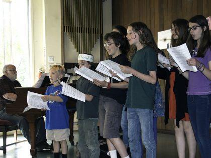 Children singing at the Allen Ave Unitarian Universalist Church, Portland, Maine